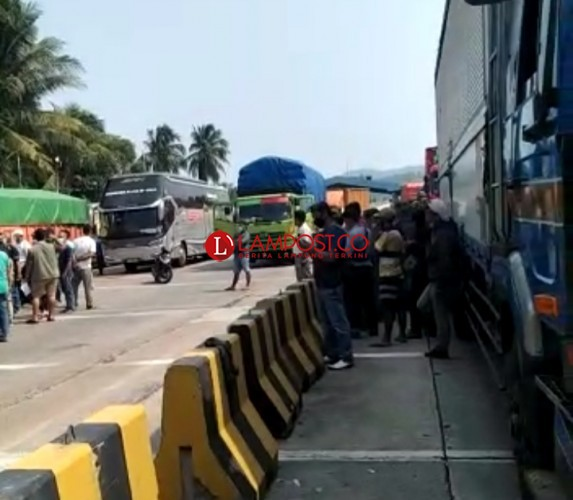Ratusan Kendaraan Tujuan Lampung Tertahan di Pelabuhan Merak