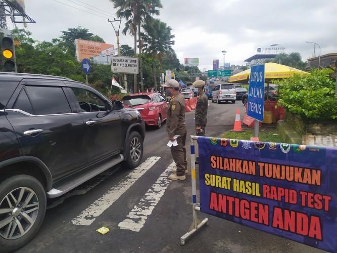 Ratusan Kendaraan Tujuan Puncak Bogor Dipaksa Putar Balik