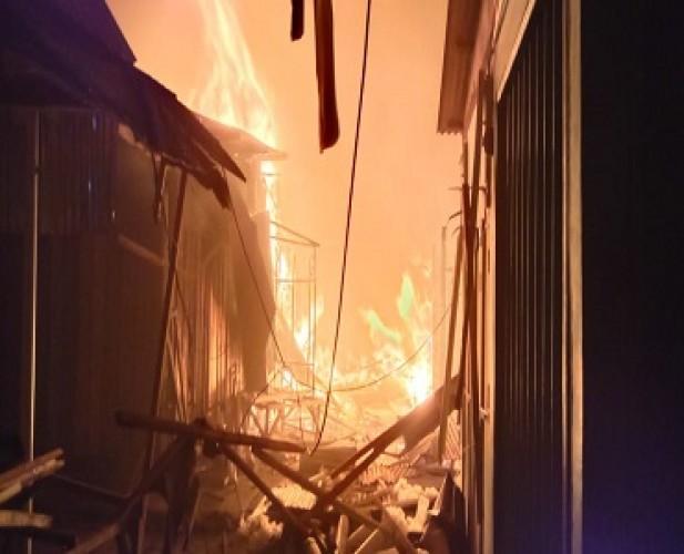 Ratusan Kios Pasar Way Jepara Hangus Dilalap Si Jago Merah