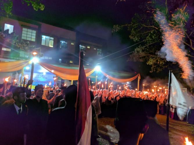 Ratusan Mahasantri Meriahkan Maulid Nabi dengan Pawai Obor