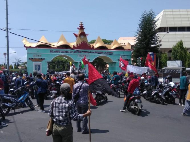 Ratusan Mahasiswa dan Buruh Tani Tagih Janji Gubernur