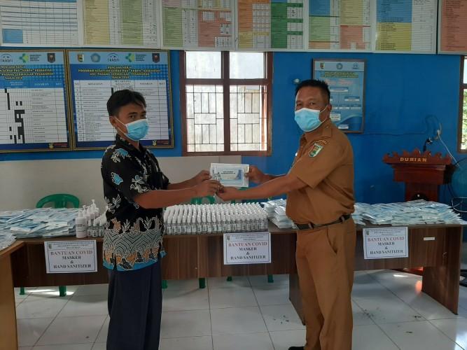 Ratusan Masker dan APD Dibagikan ke Warga Durian Pesawaran