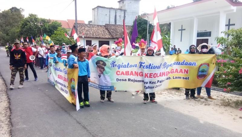 Ratusan Masyarakat Rejomulyo Ramaikan Pawai Karnaval