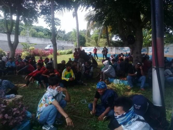 Ratusan Penumpang Bus AKAP Yang Tertahan di Bakauheni Diseberangkan Bertahap