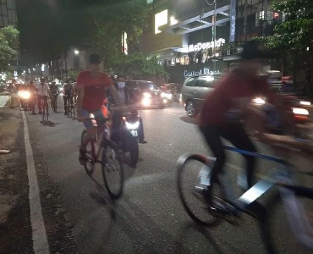 Ratusan Pesepeda Ramaikan Rabu Night