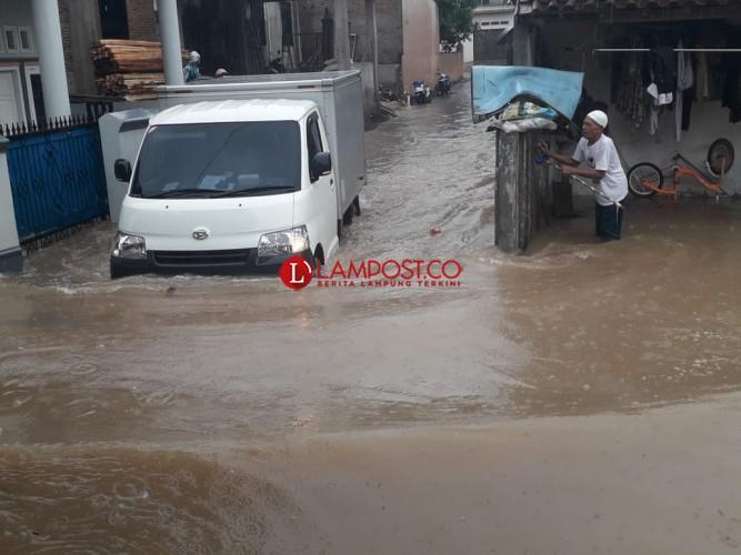 Ratusan Rumah di Kalibalau Kencana Kembali Terendam Banjir