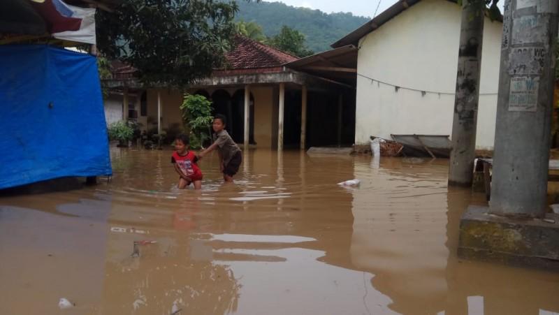 Ratusan Rumah di Rangai Tritunggal Terendam Banjir