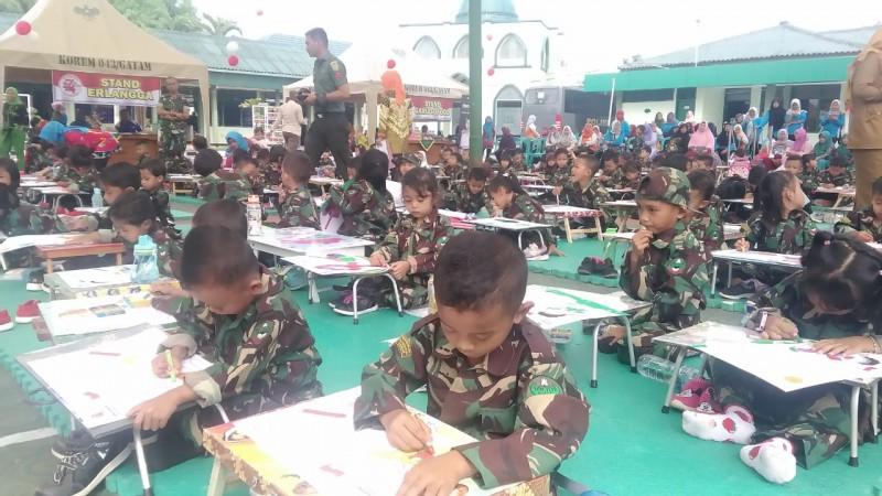 Ratusan Siswa TK Meriahkan Lomba Mewarnai Kodim 0411