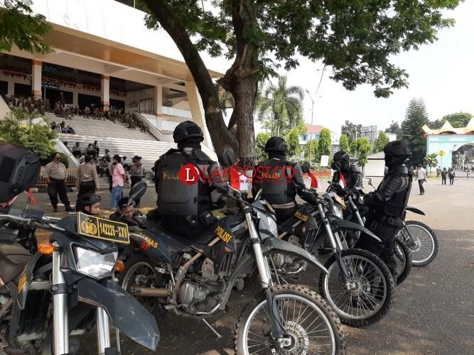 Ratusan TNI-Polri dan Satpol PP Berjaga di Gedung DPRD