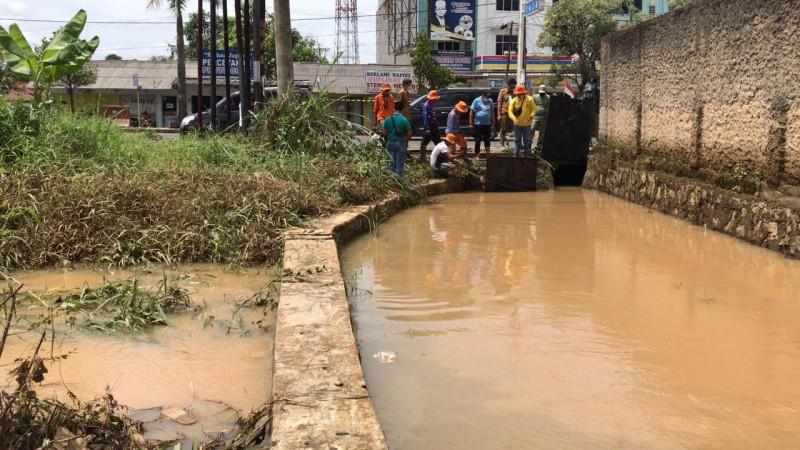 Rawan Banjir, Walhi Desak Pemkot Tolak Izin Living Plaza