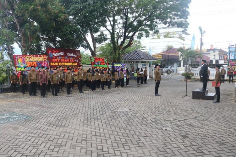 Rayakan HUT Ke-42, BPJamsostek Bandar Lampung Gelar Upacara Hingga Bagi-bagi Doorprize