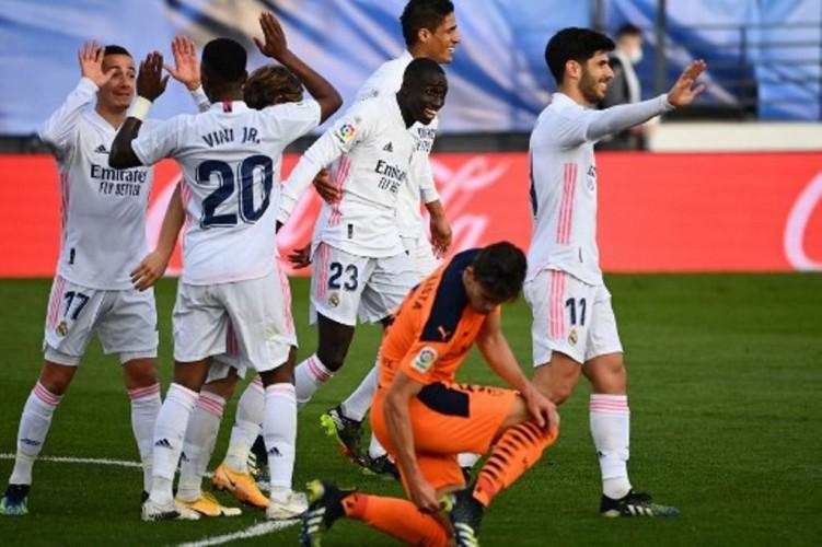 Real Madrid Bungkam Valencia 2-0
