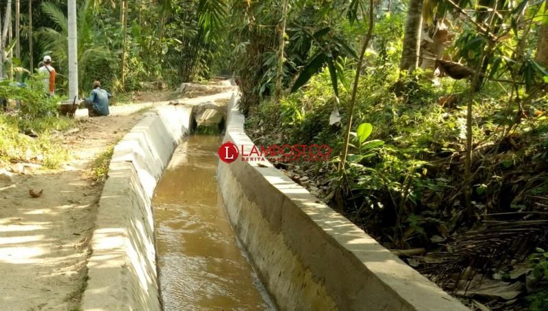 Rehabilitasi Irigasi di Dusun Way Asahan Diduga Asal Jadi