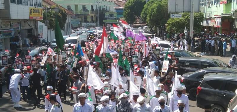 Ribuan MassaLakukan Long MarchTolak RUU HIP