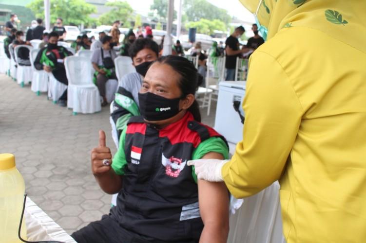 Ribuan Sopir Ojol Ikuti Vaksinasi di Bandar Lampung