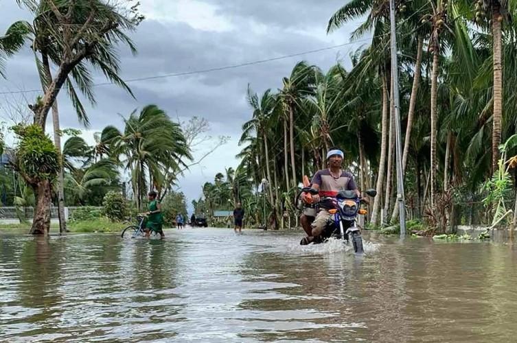 Ribuan Warga Filipina Dievakuasi Antisipasi Topan Terkuat 2020
