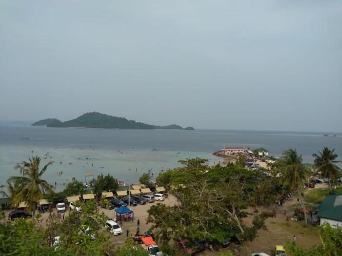 Ribuan Wisatawan Padati Kawasan Pariwisata