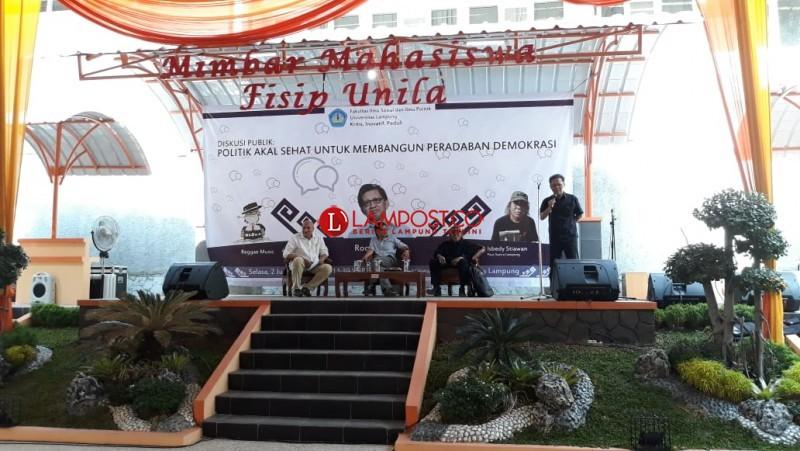 Rocky Gerung Sebarkan Politik Akal Sehat di FISIP Unila