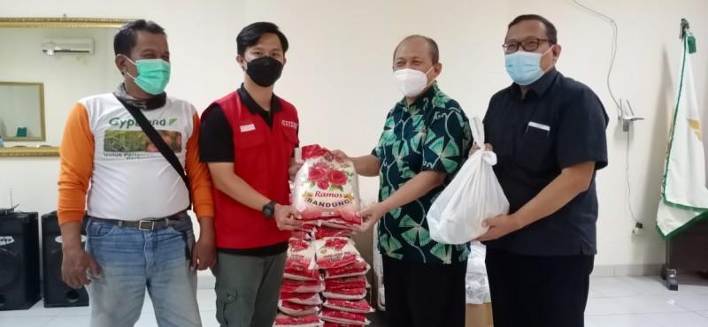 RS Graha Husada Bagikan Bingkisan untuk Warga Sekitar