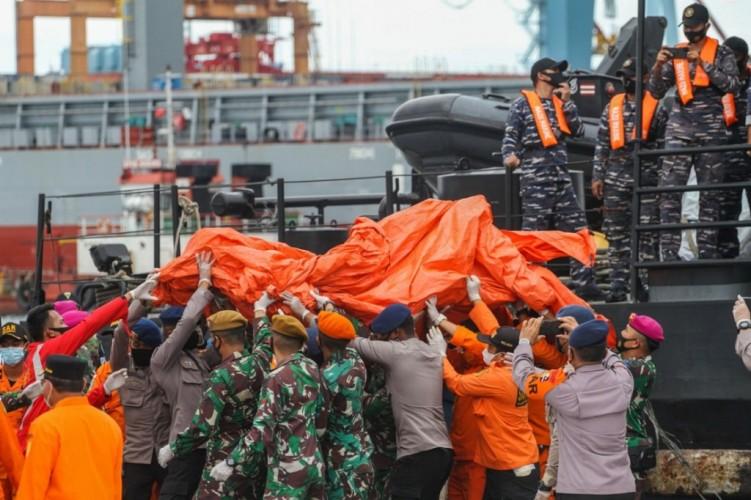 RS Polri Terima Tujuh Kantong Jenazah Korban Kecelakaan Pesawat Sriwijaya Air