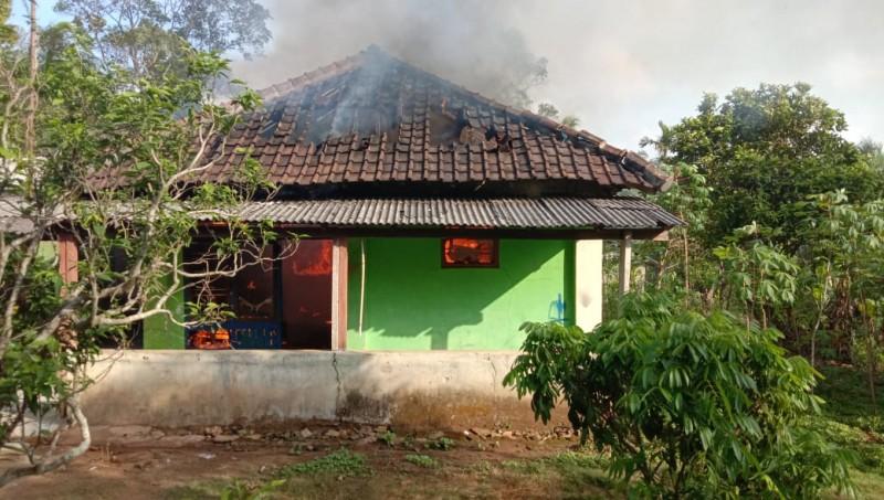 Rumah di Sidomulyo Ludes TerbakarAkibat Korsleting Listrik