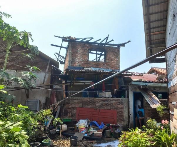 Rumah Dua Lantai di Tanjungkarang Timur Ludes Terbakar