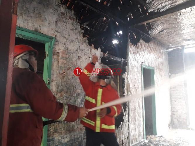 Rumah Kosong di Kupang Kota Nyaris Ludes Terbakar