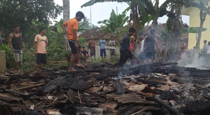 Rumah Seorang Warga di Katibung Ludes Terbakar