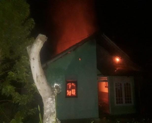 Rumah Terbakar, Warga Abung Selatan Merugi Ratusan Juta Rupiah