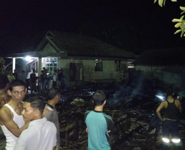 Rumah Warga Penengahan Ludes Terbakar