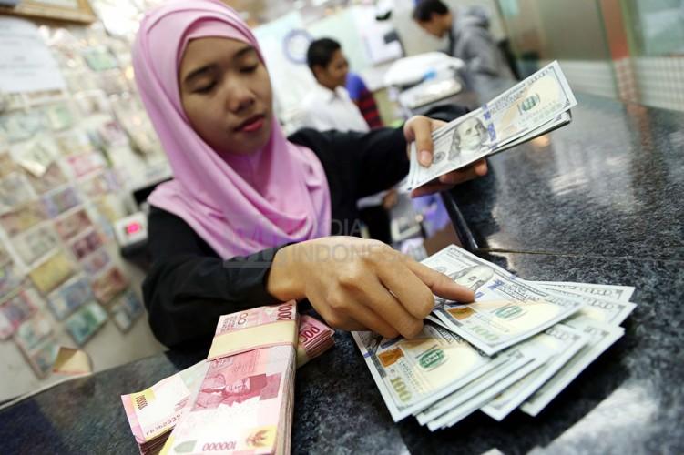 Rupiah Terjungkal ke Level Rp14.120/USD di Sesi Penutupan