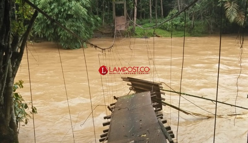 Rusak akibat Banjir, Jembatan Gantung Karanglantang segera Diperbaiki