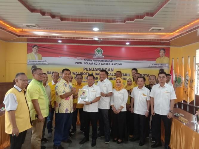 Rycko Kembalikan Berkas Bakal Calon Wali Kota Bandar Lampung