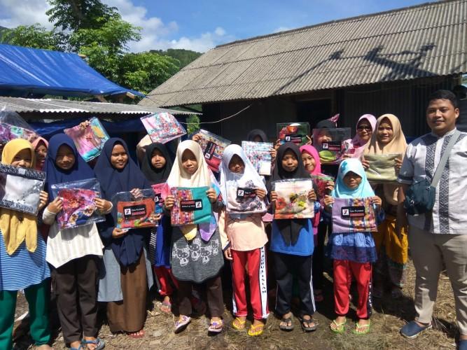 Sahabat Ceria Berikan 1.000 Jilbab