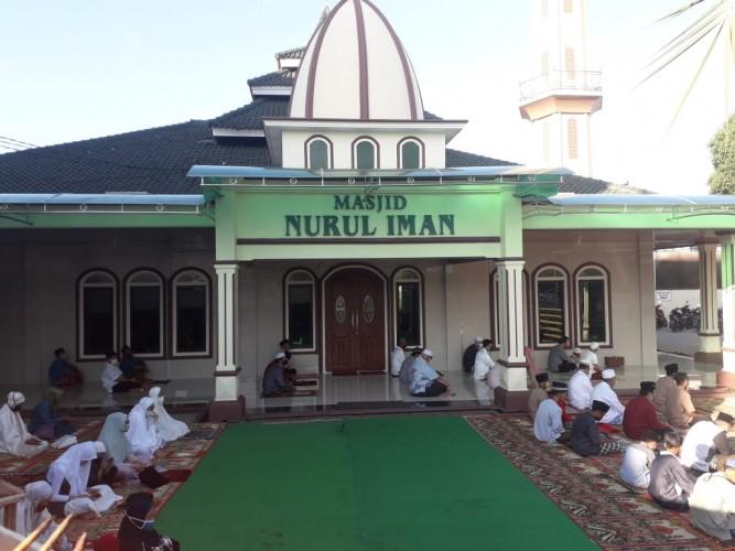 Salad Id di Masjid Nurul Iman Terapkan Jaga Jarak