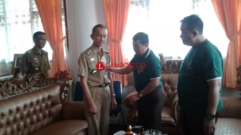 Sambangi Gedung DPRD, Jajaran Kejari Lamtim Hanya Ditemui Staf