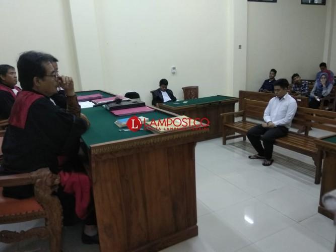 Sampaikan Pembelaan, Peneror Bom Transmart Menangis di Persidangan