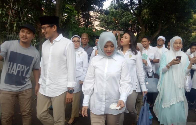 Sandiaga Diiringi Shalawat ke TPS