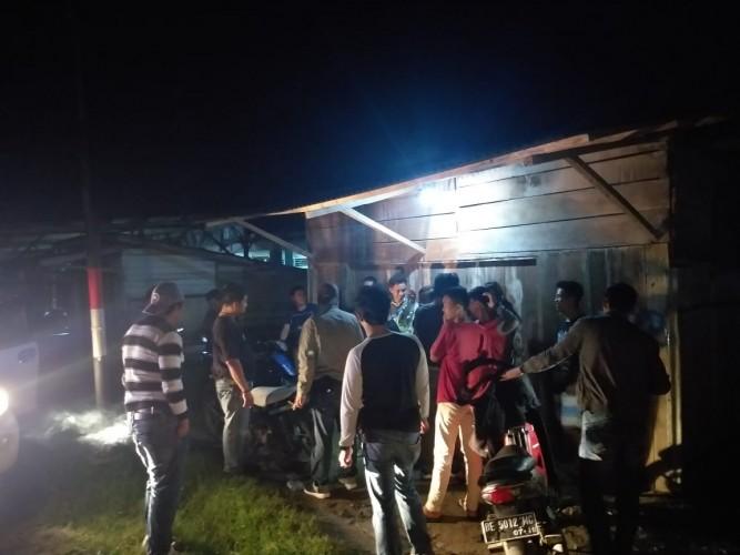 Sat Reskrim Polres Lambar Bubarkan Pemuda <i>Nongkrong</i>