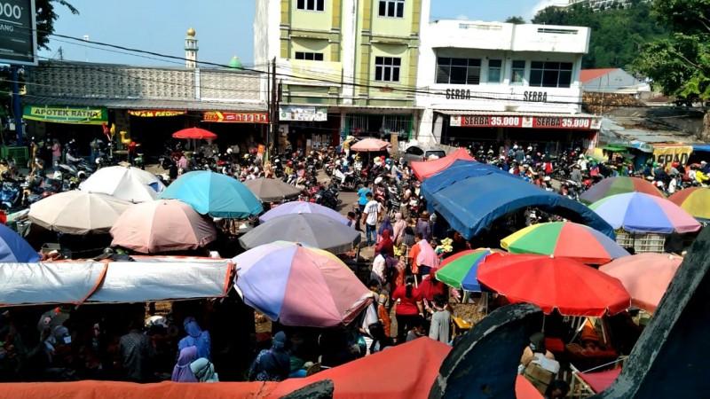 Satgas Covid-19 Kota Terus Ingatkan Warga Patuhi Prokes di Pasar