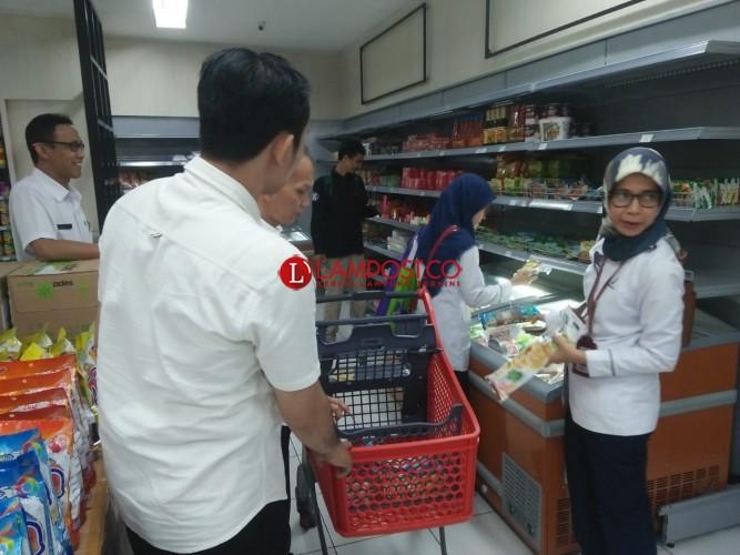 Satgas Pangan Kota Temukan Makanan Kedaluwarsa di Swalayan
