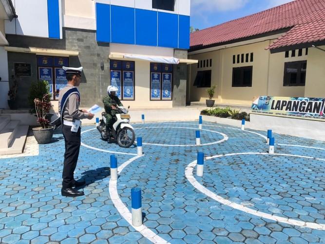 Satlantas Polres Lambar Layani Pembuatan SIM Anggota TNI