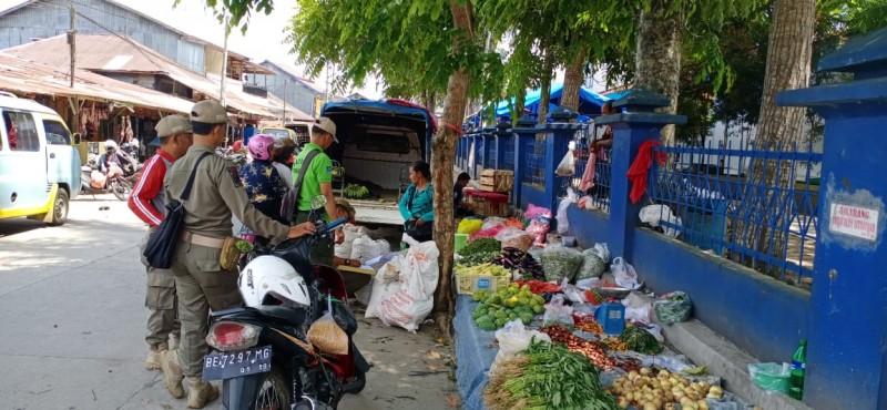 Satpol PP Lambar Tertibkan Pedagang Kaki Lima