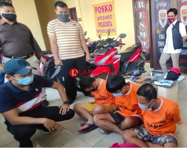 Satu Keluarga Komplotan Pembobol Modus Ganjal ATM Dibekuk