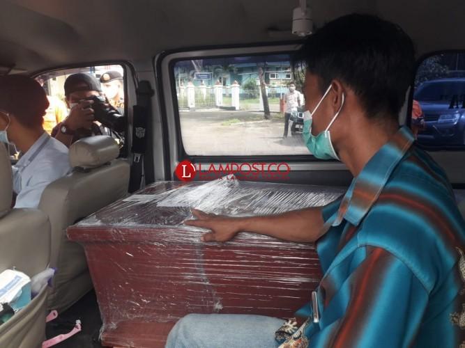 Satu Jenazah Korban Sriwijaya Air Asal Tubaba Tiba di Bandara Radin Inten II