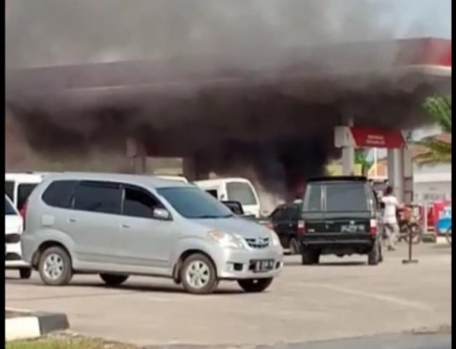 Satu Motor Terbakar di SPBU Bawang