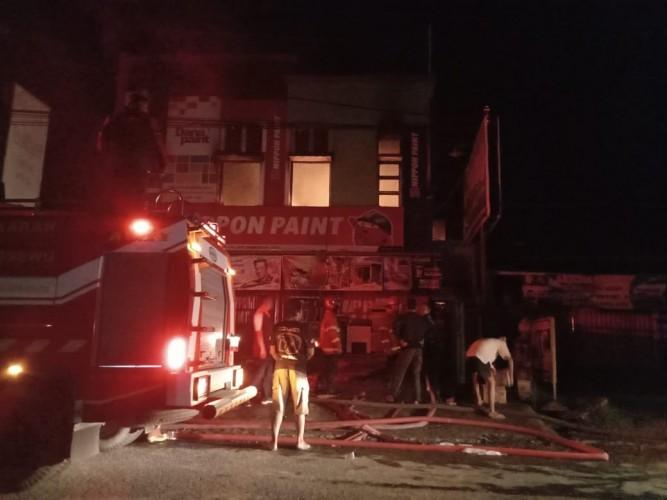 Sebuah Toko Bangunan di Kecamatan Pringsewu Terbakar