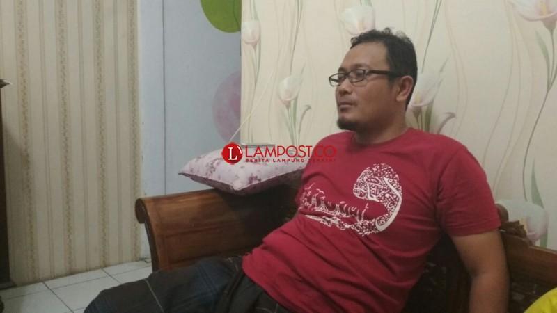 Sejumlah Barang Diangkut Densus dari Kontrakan Supriyanto