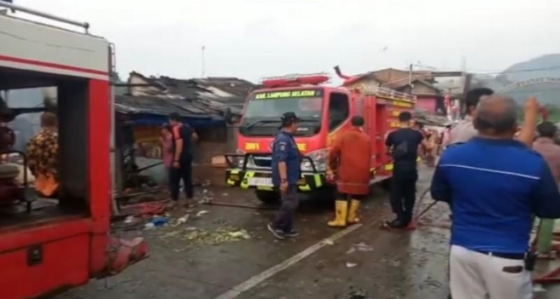 Sejumlah Kios di Pasar Bakauheni Ludes Terbakar