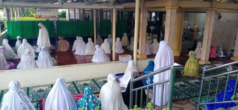 Sejumlah Masjid di Lamsel Menggelar Salat Id